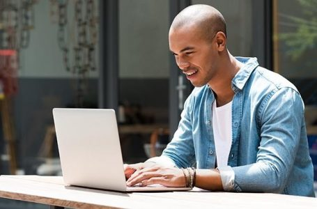 Why You Should Rent a Laptop for Travel and College