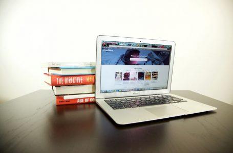 Web.com Reviews Debates Why E-Books Are Better Than Physical Books
