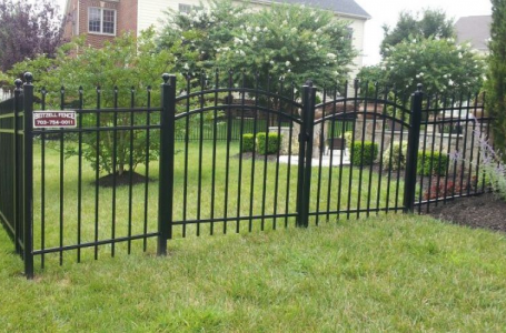 How To Keep Your Aluminum Fence in Good Shape