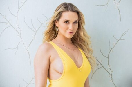 Pretty Satisfying Videos Of Mia Malkova Along With Which Watch Vixen Porn Too