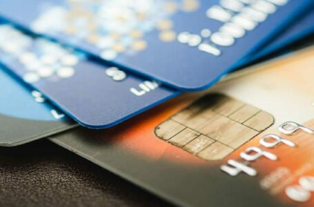 4 Ways to Use Credit Cards as a Budgeting Tool in 2021
