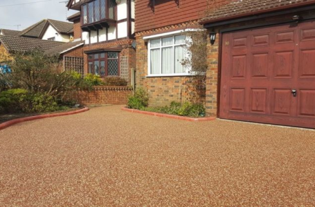 What are the advantages of resin bonded gravel?
