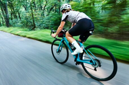 Cycling Gear: Why Is Wearing Cycling Jersey and Gloves a Must?