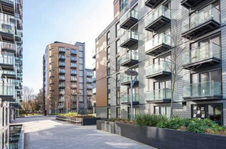 Essential Things to Know Before Buying or Selling a House in Limehouse