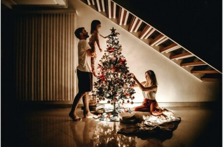 What Differences Exist Between Biblical and Commercial Christmas?